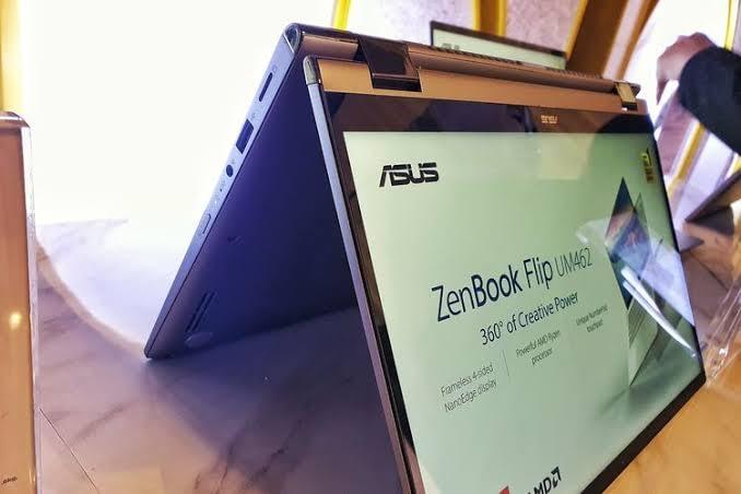tampilan Asus ZenBook Flip UM462